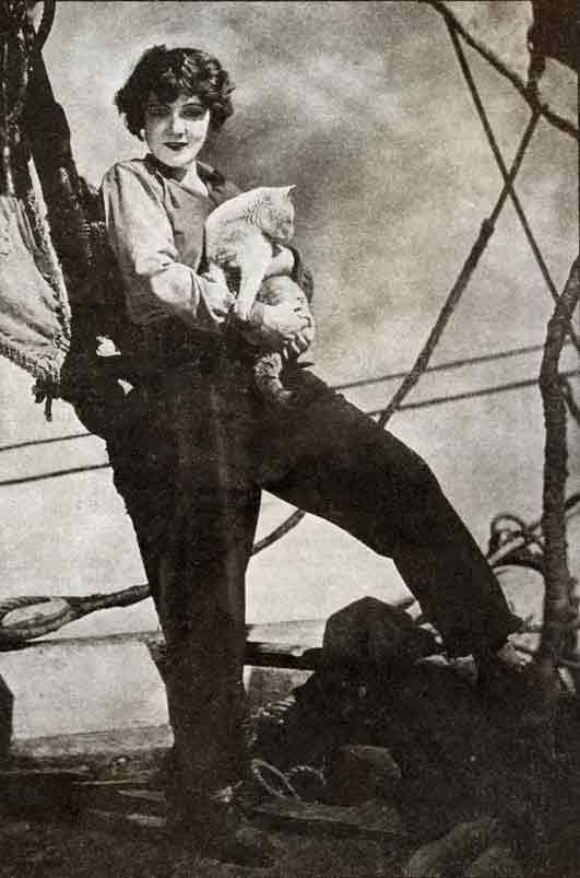 Марлен Дитрих с кошкой фото