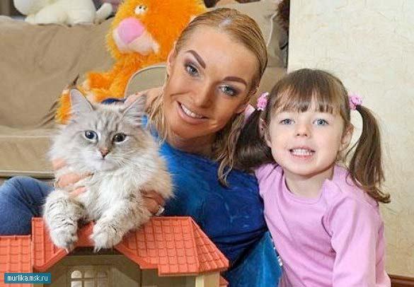 Анастасия Волочкова с дочкой и котом Жоржом фото