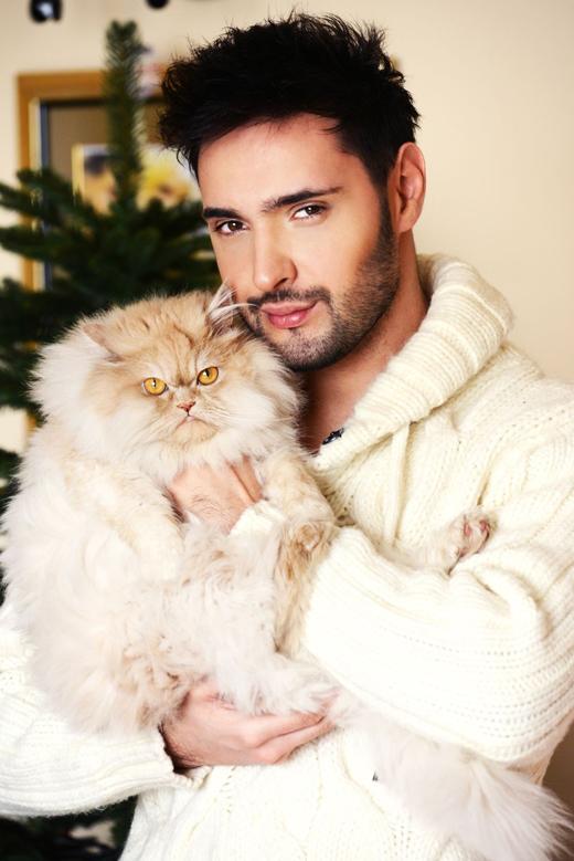 Виталий Козловский и его кошка фото