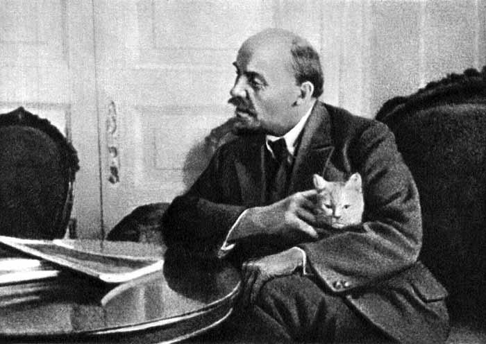 Владимир Ленин с кошкой фото
