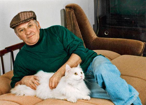 Лев Дуров и кот Мишка фото