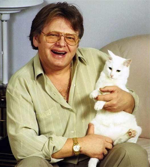 Юрий Антонов и  кошка Нюша фото