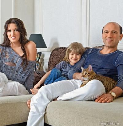 Ирина Дубцова и кот породы тойгер по кличке Каспер фото