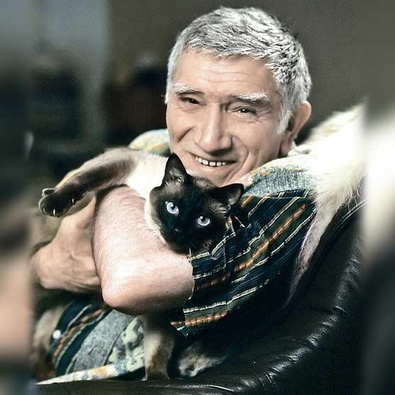 Армен Джигарханян и кот Философ фото
