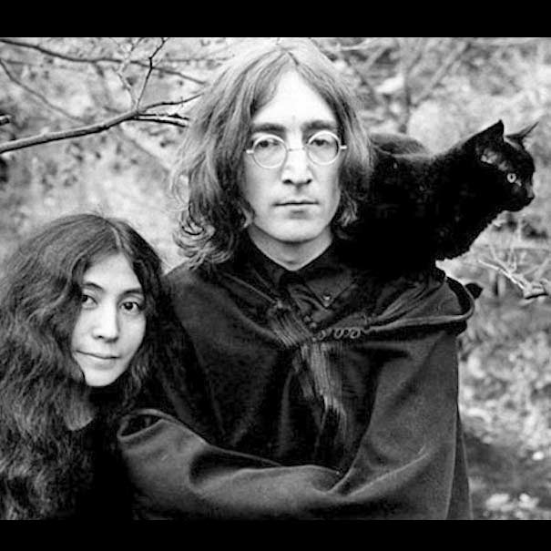 Джон Леннон с кошкой фото
