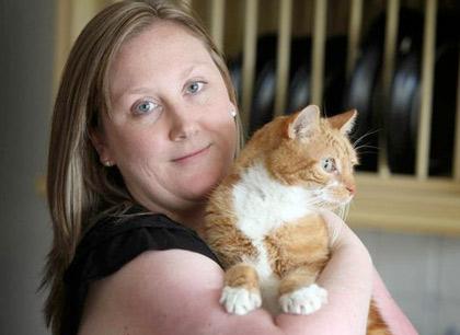 Жители британской деревни устроили вечеринку для вернувшегося спустя полтора года кота фото