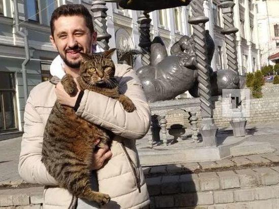 «Толстый» кот Виктор встретился с Казанским котом фото